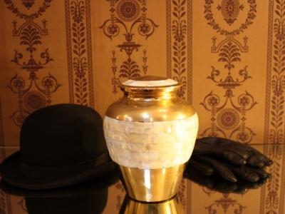 Urn pearl brass